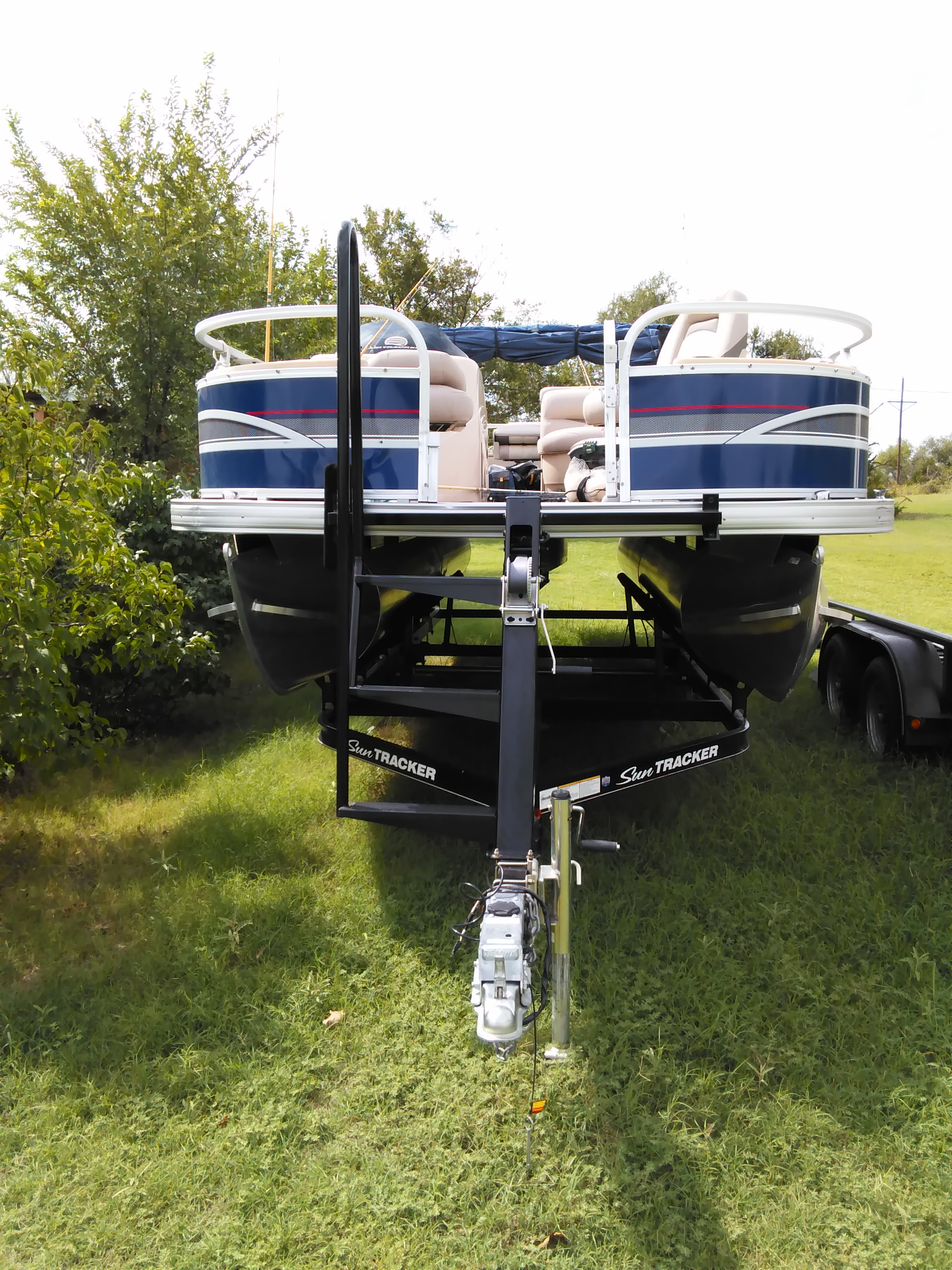 Very nice 2015 pontoon boat for sale